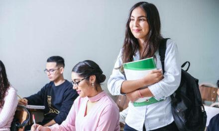 Maestría profesional en lingüística aplicada: con énfasis en la enseñanza del inglés como lengua extrajera o con énfasis en la enseñanza del inglés con fines específicos